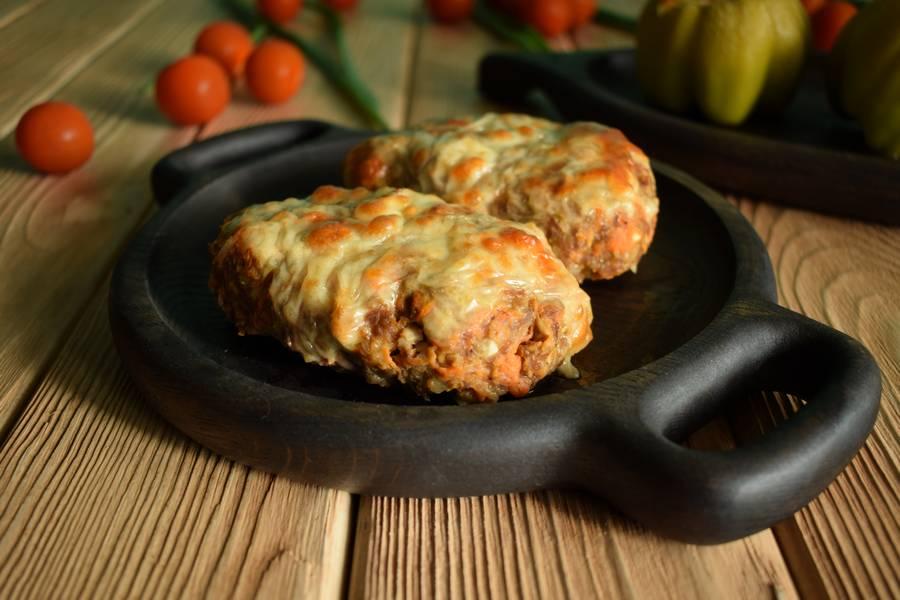 Рубленый бифштекс с морковью и сыром