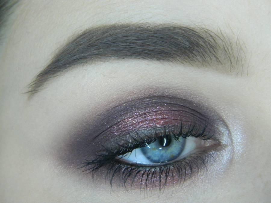 Томный вечерний макияж в сливово-розовом решении