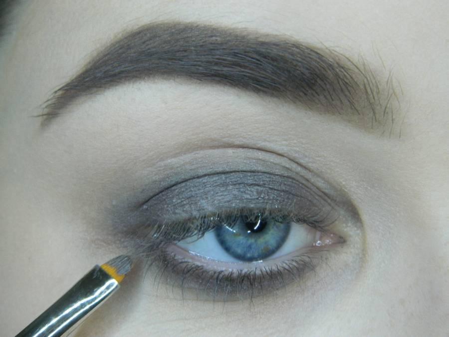 Выполнение томного вечернего макияжа в сливово-розовых тонах шаг 3