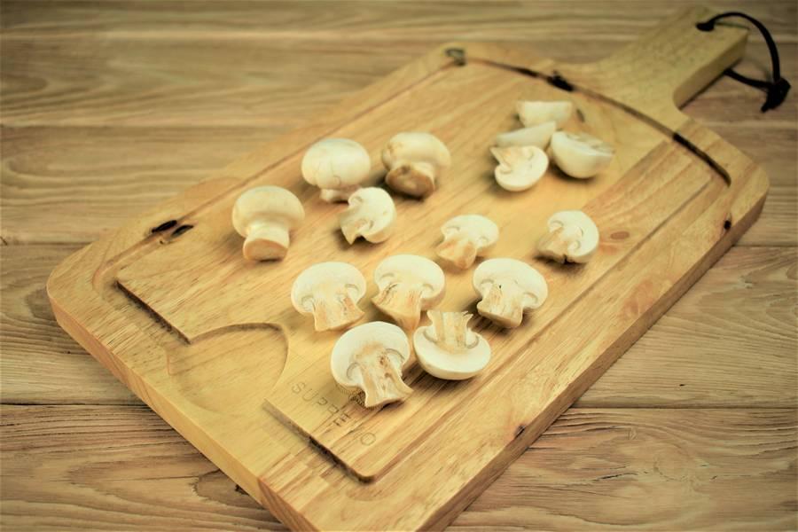 Приготовление салата с говядиной и грибами шаг 1