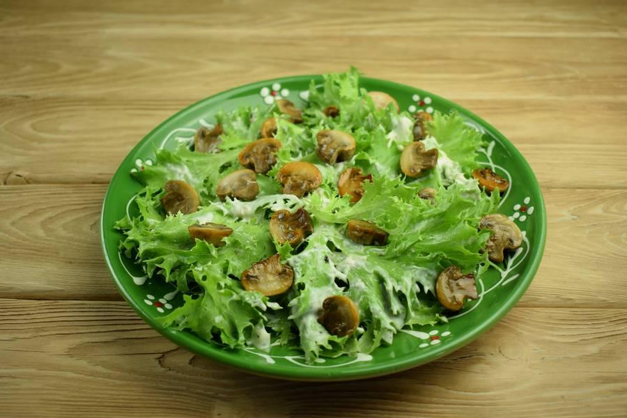 Приготовление салата с говядиной и грибами шаг 8