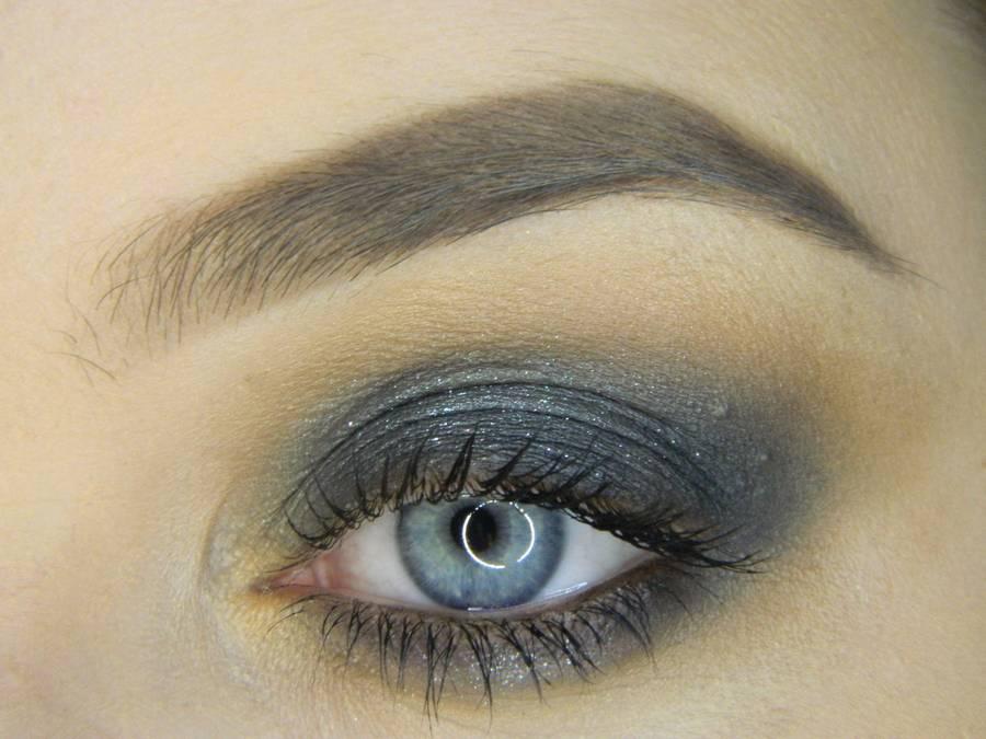 Простой смоки для серых глаз