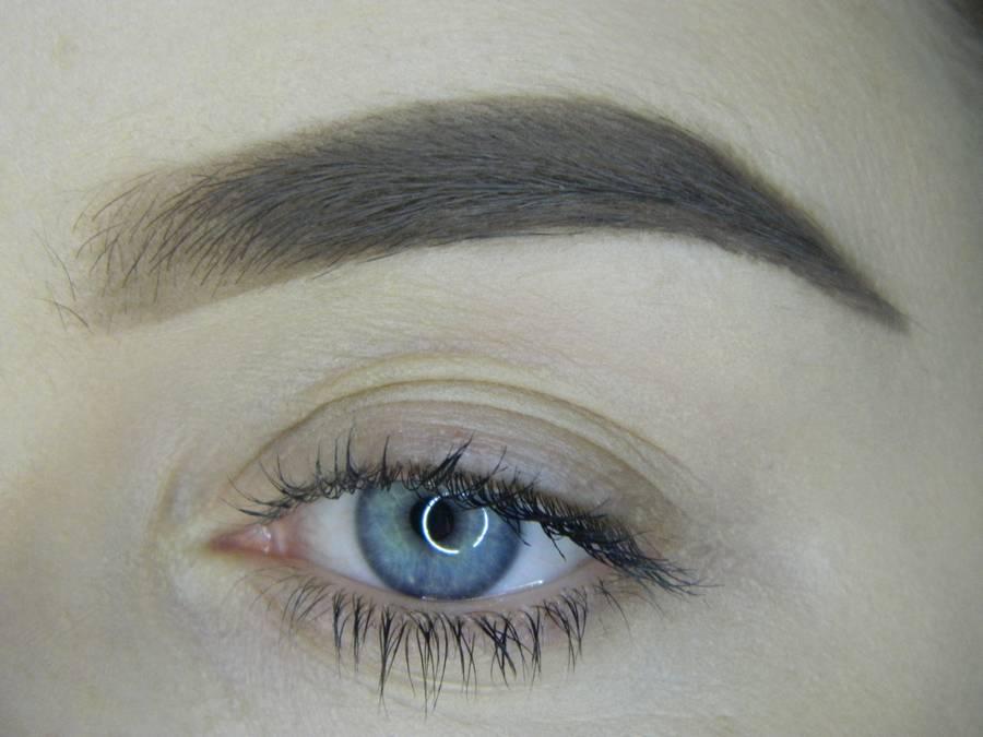 Выполнение насыщенного фиолетового смоки вечернего макияжа глаз шаг 1