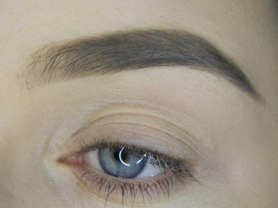 Выполнение простого смоки для серых глаз шаг 1