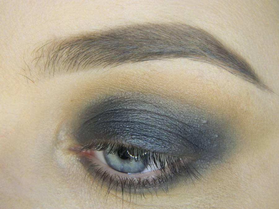 Выполнение простого смоки для серых глаз шаг 5