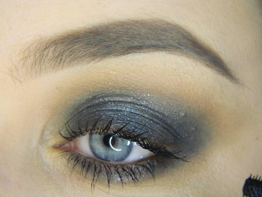 Выполнение простого смоки для серых глаз шаг 9