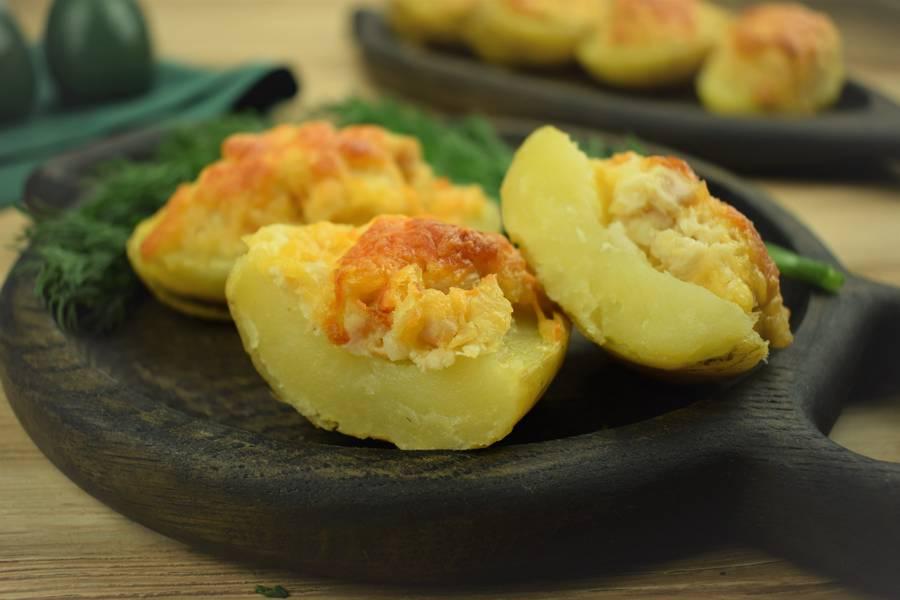 Картофель, фаршированный курицей, сыром, чесноком