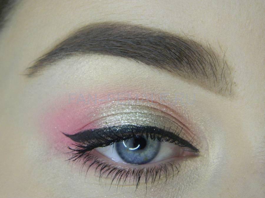 Легкий макияж с розовым акцентом