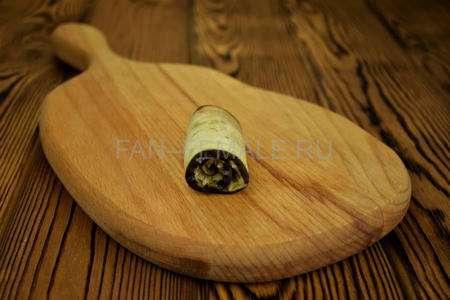 Приготовление из баклажанов рулетов с сыром, чесноком и грецким орехом шаг 9