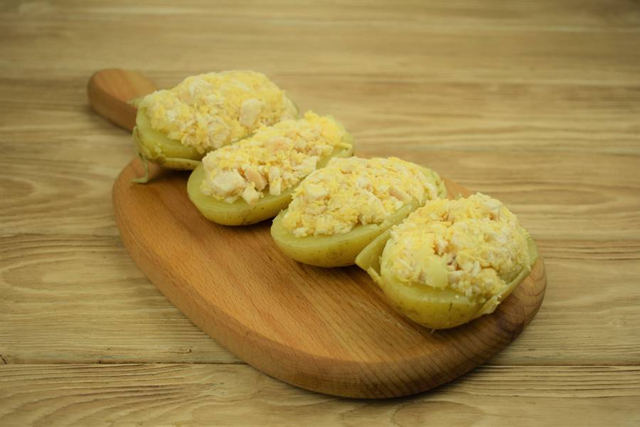 Приготовление картофеля, фаршированного курицей с сыром и чесноком шаг 11