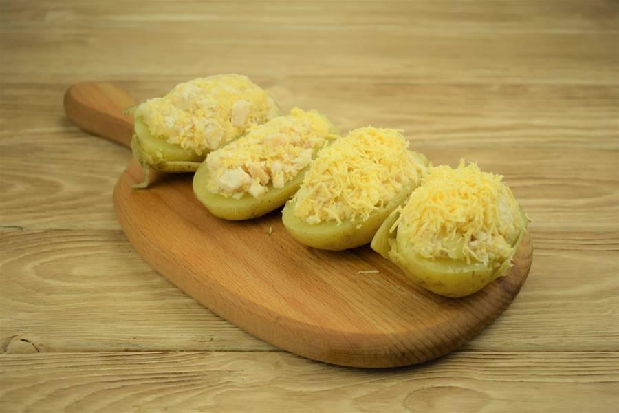 Приготовление картофеля, фаршированного курицей с сыром и чесноком шаг 12