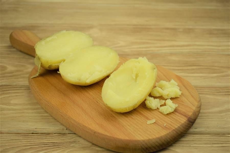 Приготовление картофеля, фаршированного курицей с сыром и чесноком шаг 8