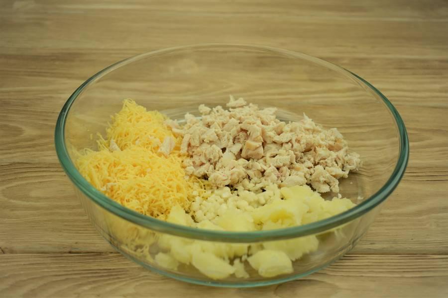 Приготовление картофеля, фаршированного курицей с сыром и чесноком шаг 9