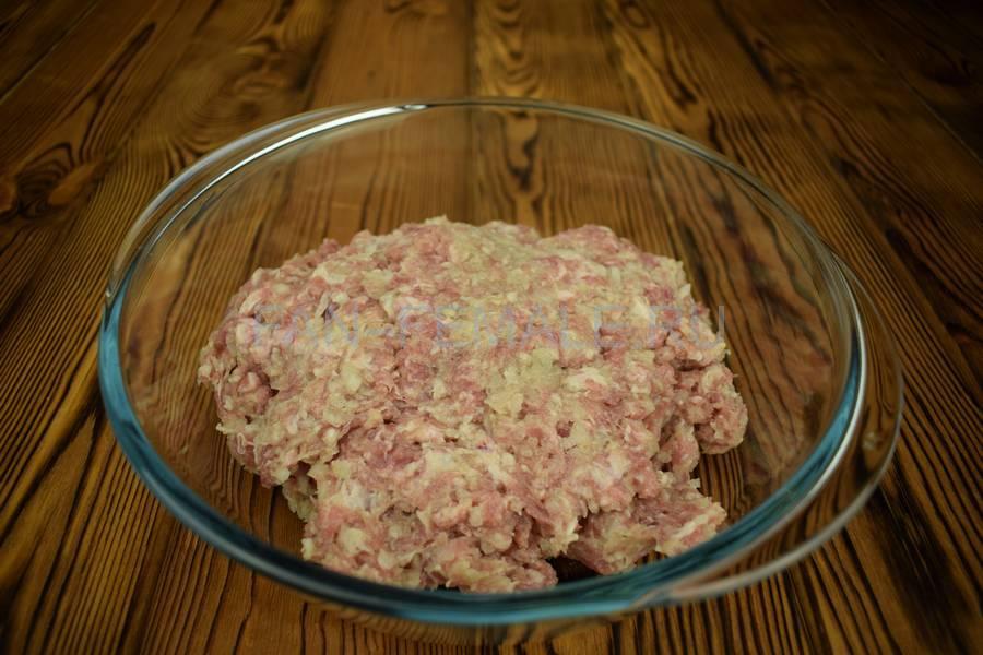 Приготовление мясного пирога с большим количеством начинки шаг 8
