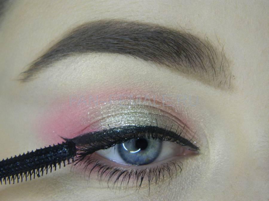 Выполнение легкого макияжа с розовым акцентом шаг 11