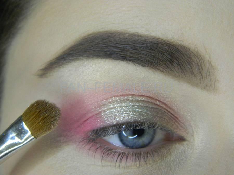 Выполнение легкого макияжа с розовым акцентом шаг 7