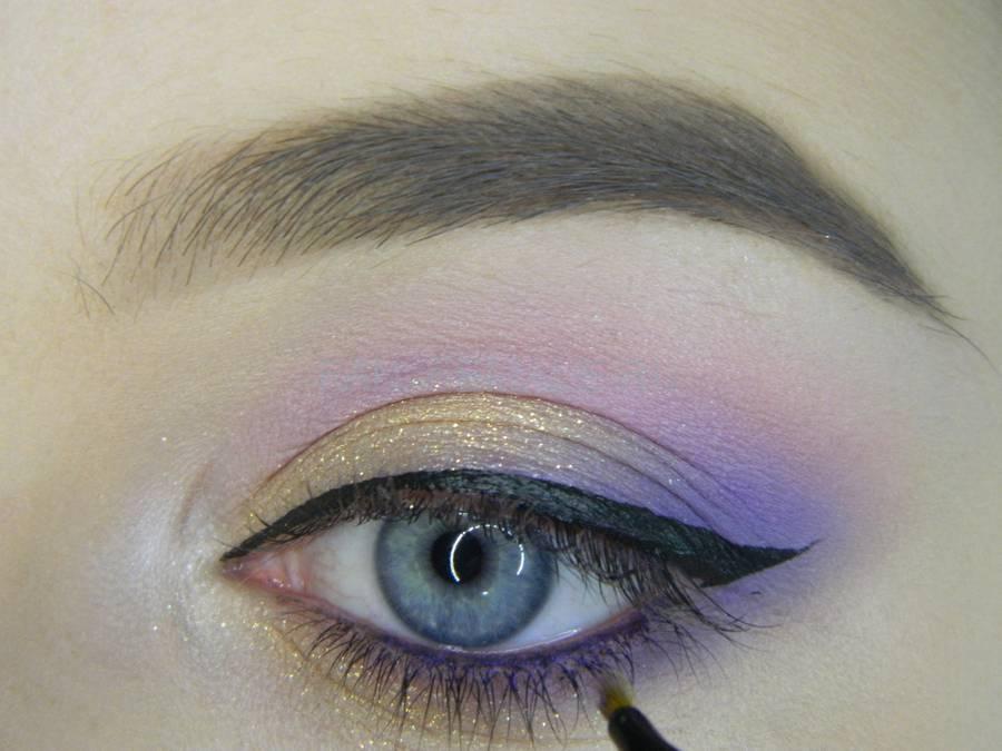 Выполнение универсального цветного макияжа глаз шаг 12