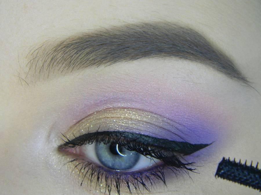 Выполнение универсального цветного макияжа глаз шаг 13