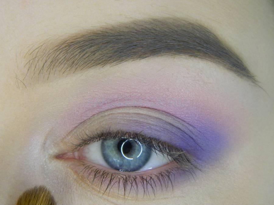 Выполнение универсального цветного макияжа глаз шаг 6