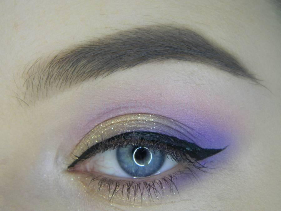 Выполнение универсального цветного макияжа глаз шаг 9