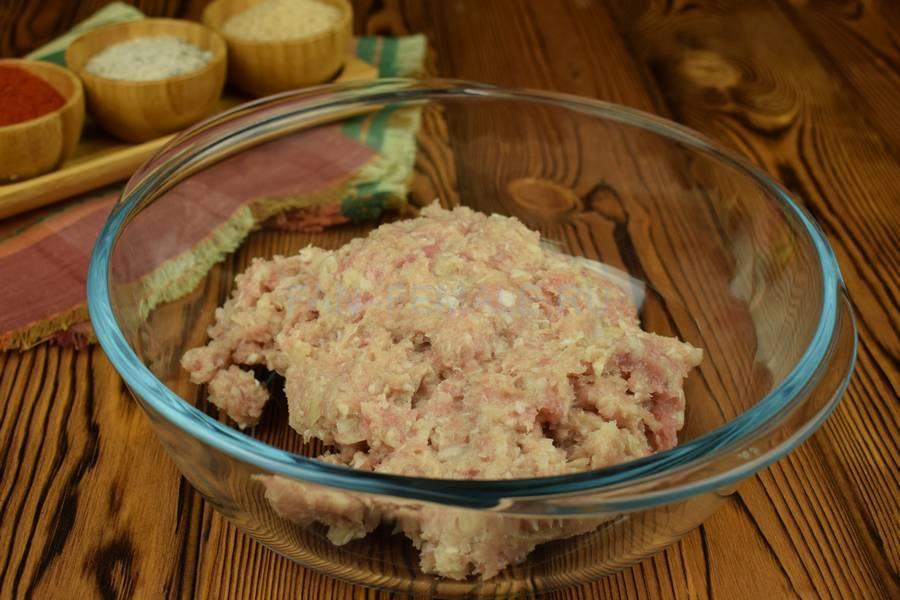 Приготовление свиных биточков с булгуром шаг 1