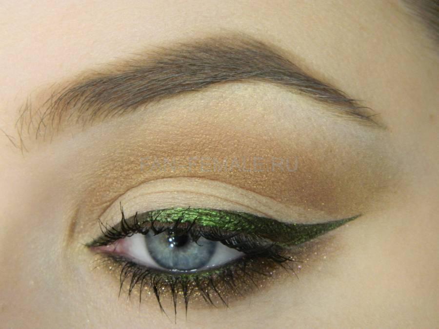 Базовый дневной макияж с изумрудной стрелкой