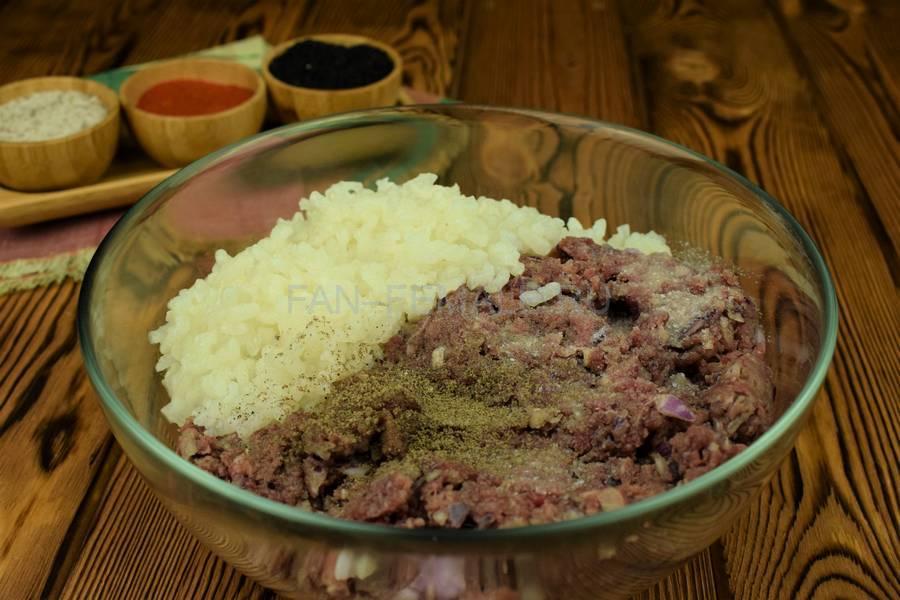 Приготовление биточков из говядины с рисом шаг 2