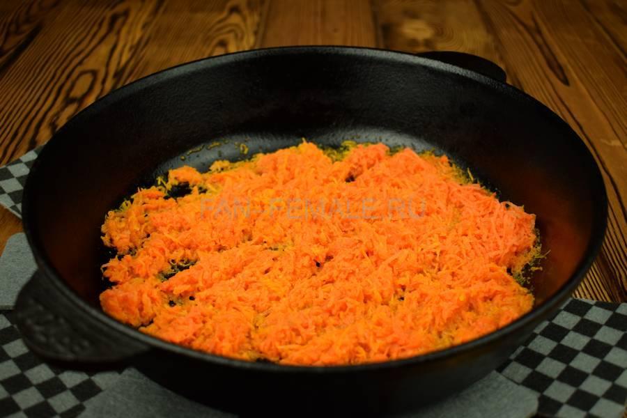 Приготовление блинчиков, фаршированных говядиной с морковью шаг 3