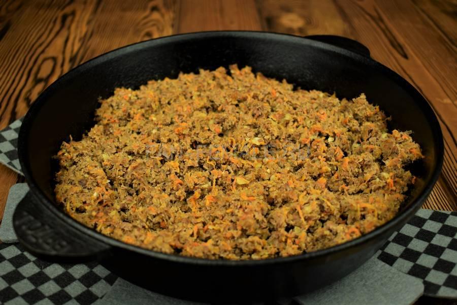 Приготовление блинчиков, фаршированных говядиной с морковью шаг 4