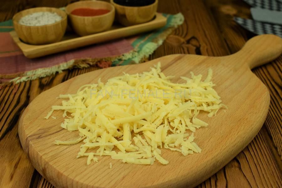 Приготовление свинины, запеченной с сыром в слоеном тесте шаг 2