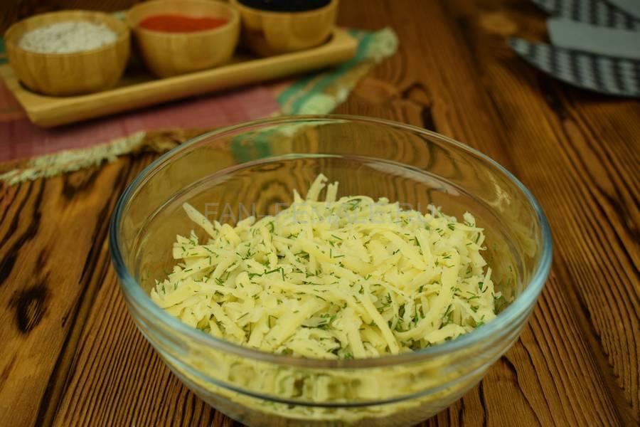 Приготовление свинины, запеченной с сыром в слоеном тесте шаг 4