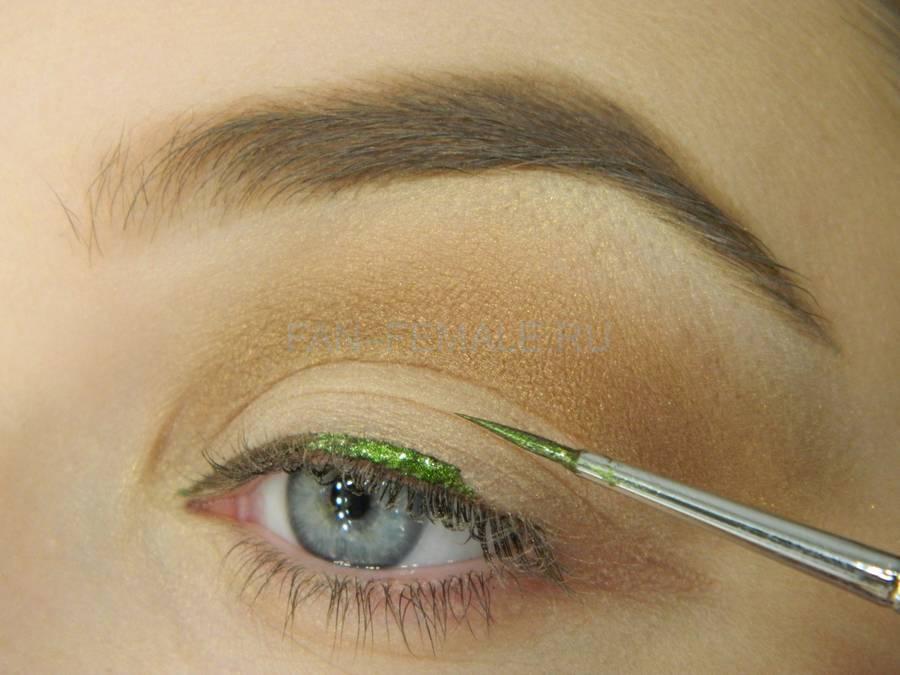 Выполнение базового макияжа с изумрудной стрелкой шаг 6