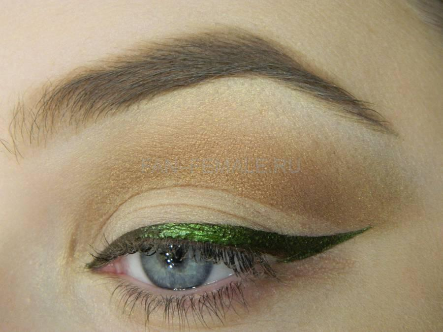 Выполнение базового макияжа с изумрудной стрелкой шаг 8