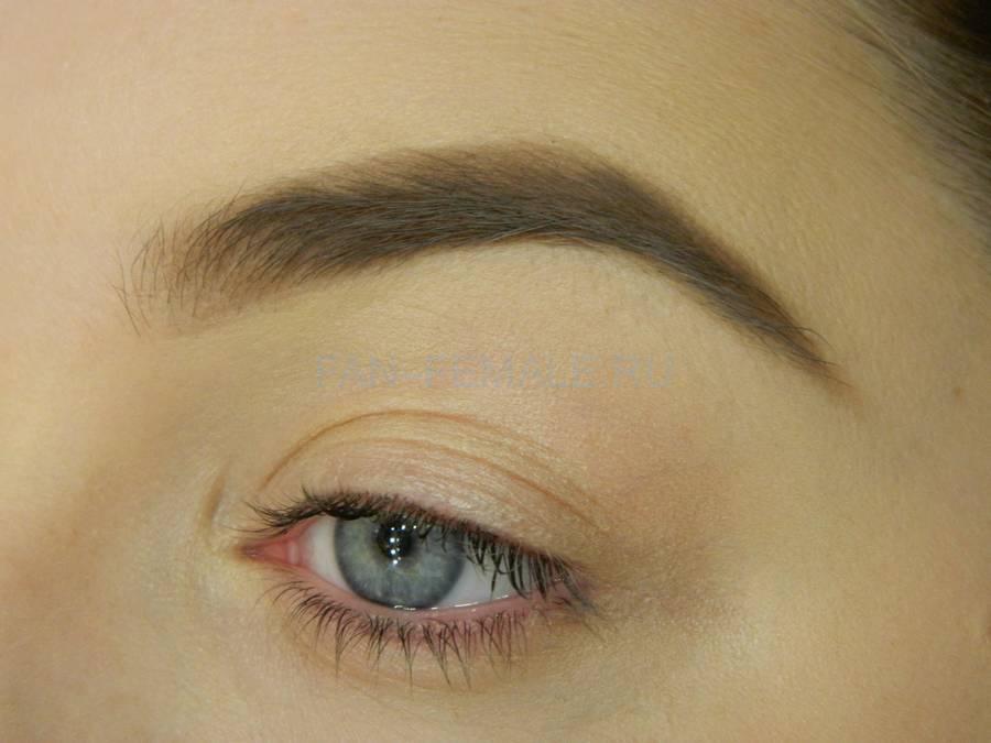 Выполнение универсального вечернего цветного макияжа глаз шаг 1