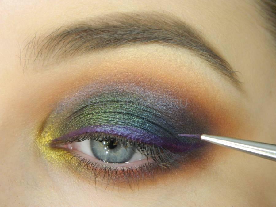 Выполнение универсального вечернего цветного макияжа глаз шаг 12