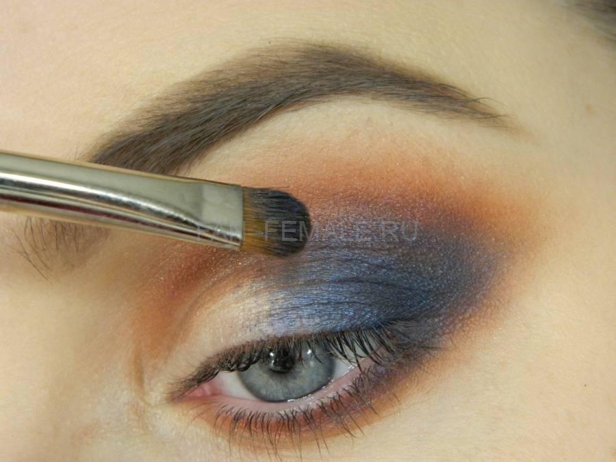 Выполнение универсального вечернего цветного макияжа глаз шаг 5
