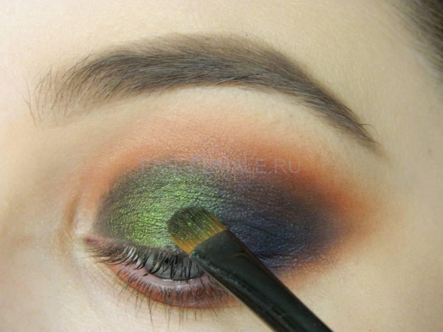 Выполнение универсального вечернего цветного макияжа глаз шаг 6