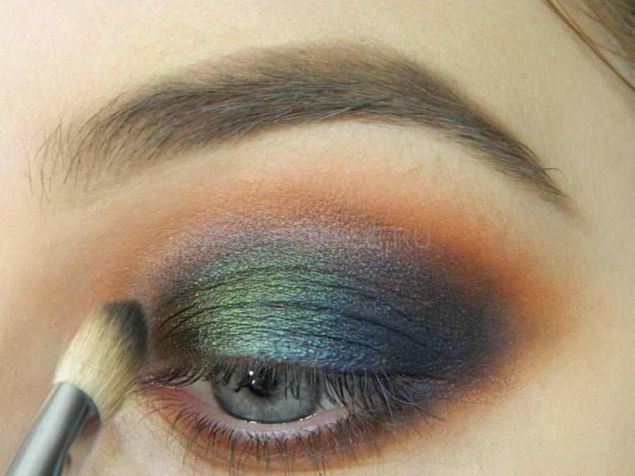 Выполнение универсального вечернего цветного макияжа глаз шаг 7
