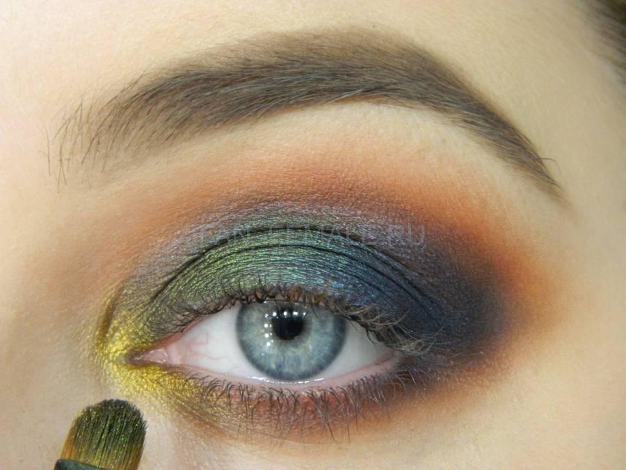 Выполнение универсального вечернего цветного макияжа глаз шаг 9