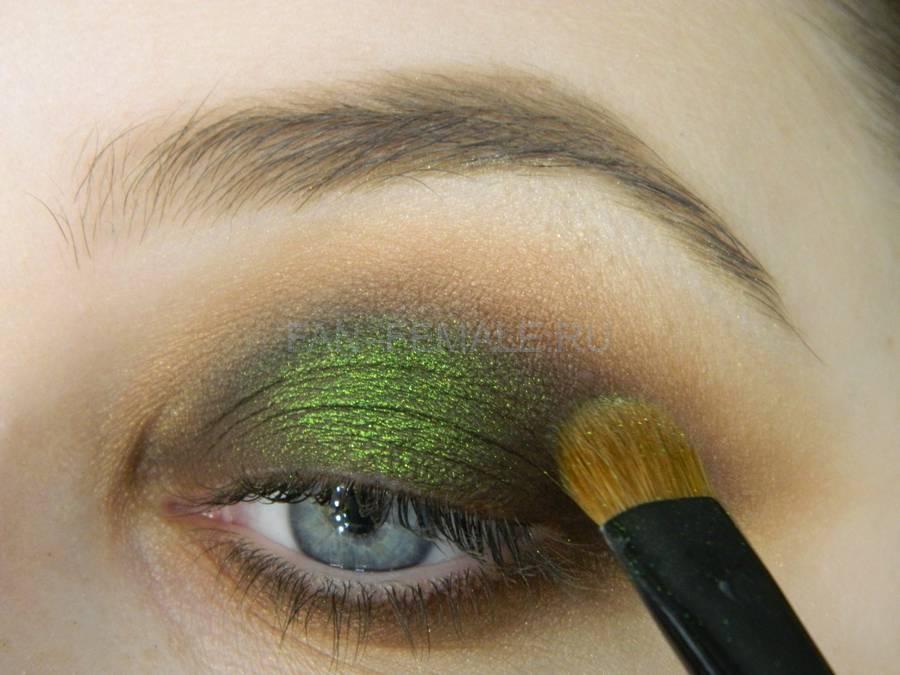 Выполнение зеленого смоки для светлых глаз шаг 13