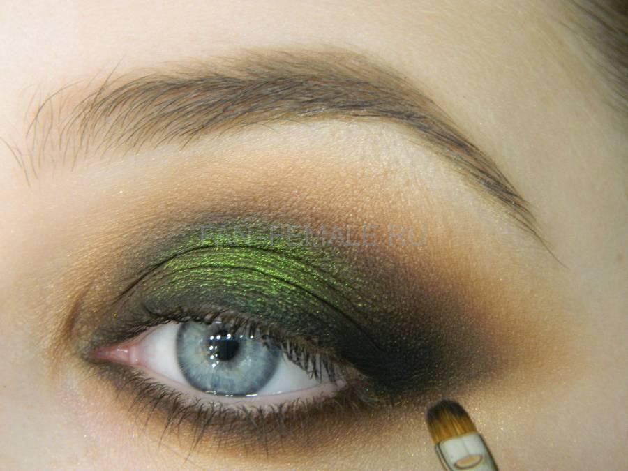 Выполнение зеленого смоки для светлых глаз шаг 15