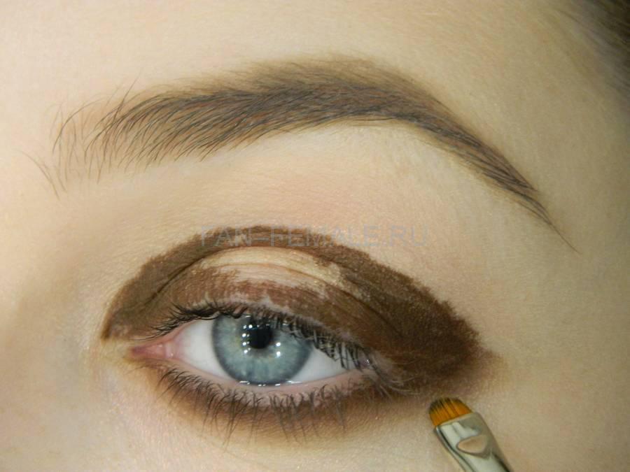 Выполнение зеленого смоки для светлых глаз шаг 5