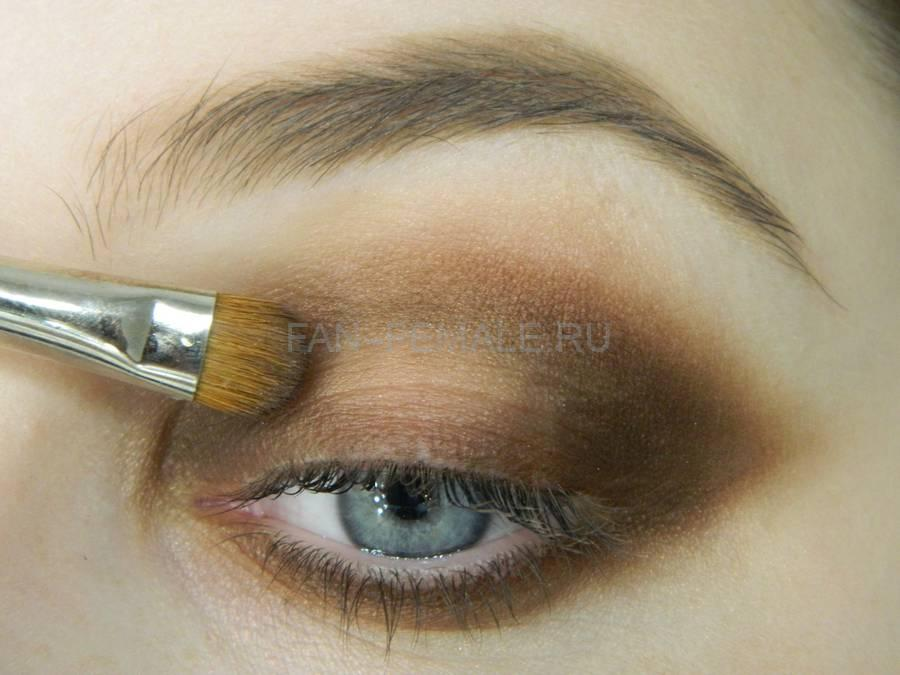 Выполнение зеленого смоки для светлых глаз шаг 9