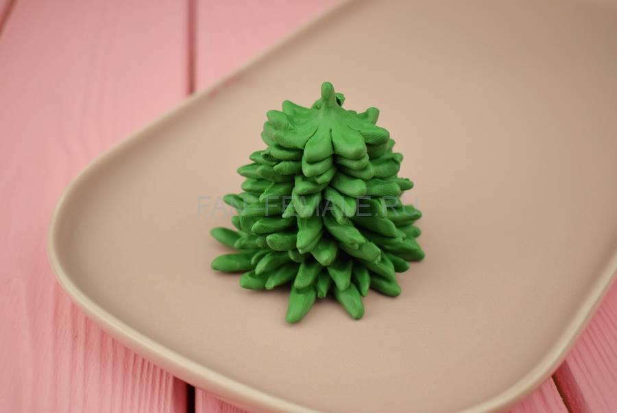 Изготовление новогодней елочки из полимерной глины этап 6