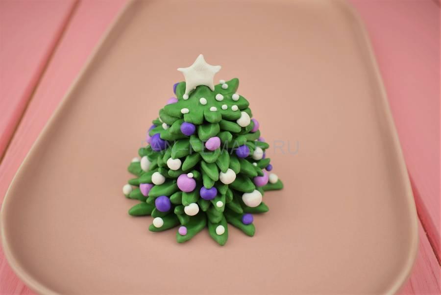 Изготовление новогодней елочки из полимерной глины этап 7
