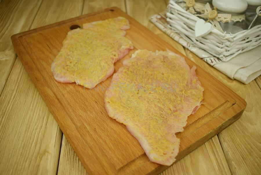 Приготовление филе индейки в горчично-кукурузной панировке шаг 2