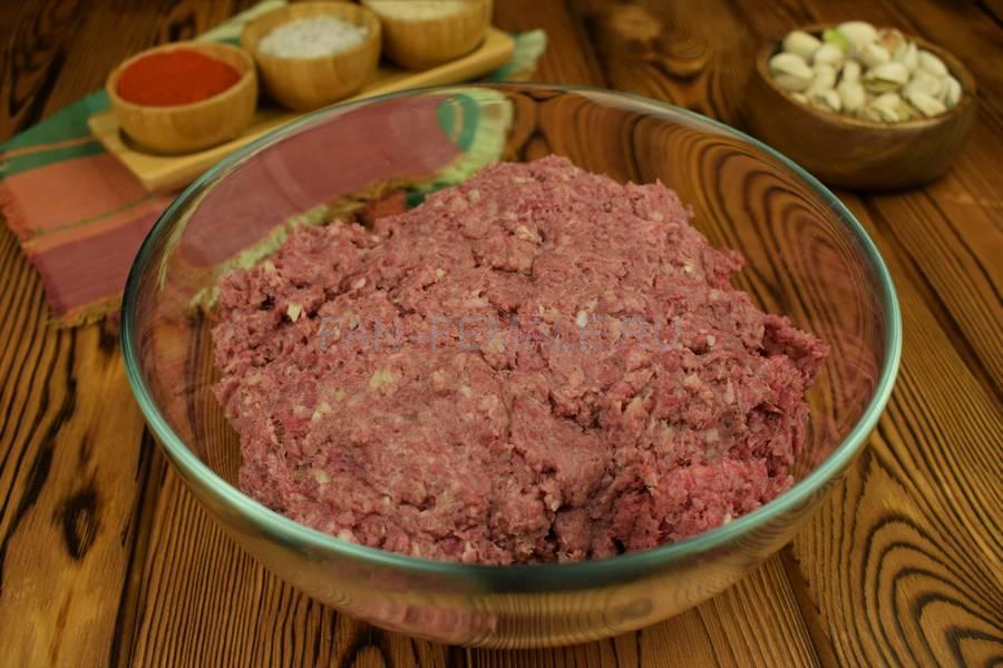 Приготовление говяжьих котлет с бородинским хлебом в фарше шаг 3