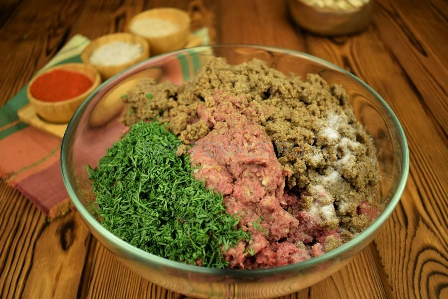 Приготовление говяжьих котлет с бородинским хлебом в фарше шаг 4