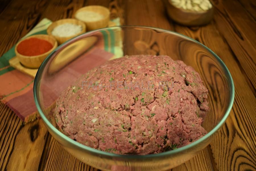 Приготовление говяжьих котлет с бородинским хлебом в фарше шаг 5