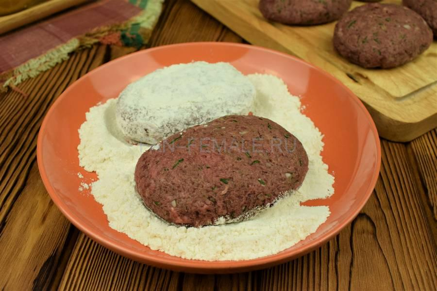 Приготовление говяжьих котлет с бородинским хлебом в фарше шаг 6